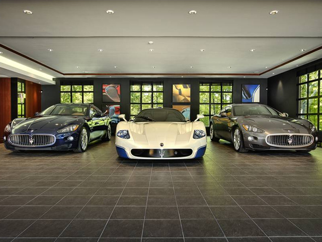 Supercars parkeer je in ultieme garages for Una dimensione del garage per auto