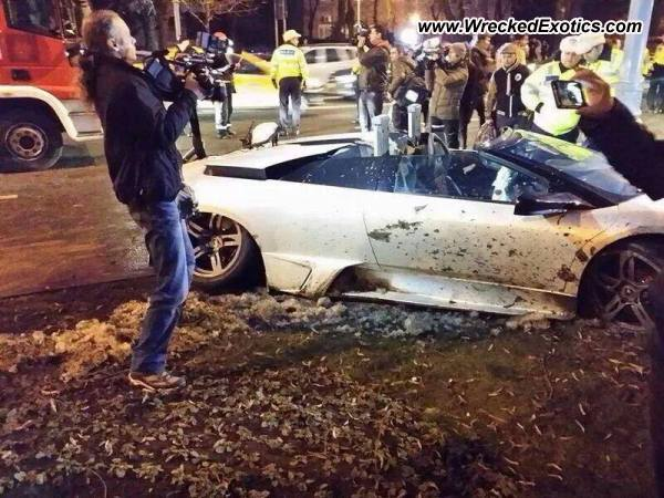 lamborghini murci lago lp640 roadster crash in bucharest. Black Bedroom Furniture Sets. Home Design Ideas
