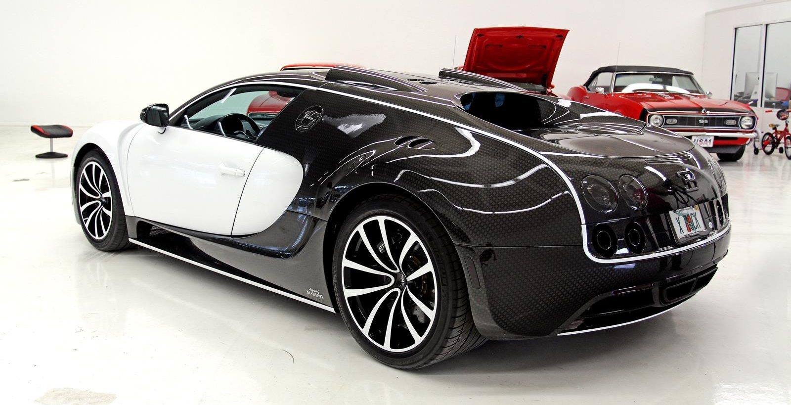 bugatti veyron by mansory vivere mansory bugatti veyron vivere on sale for 3 466 000. Black Bedroom Furniture Sets. Home Design Ideas