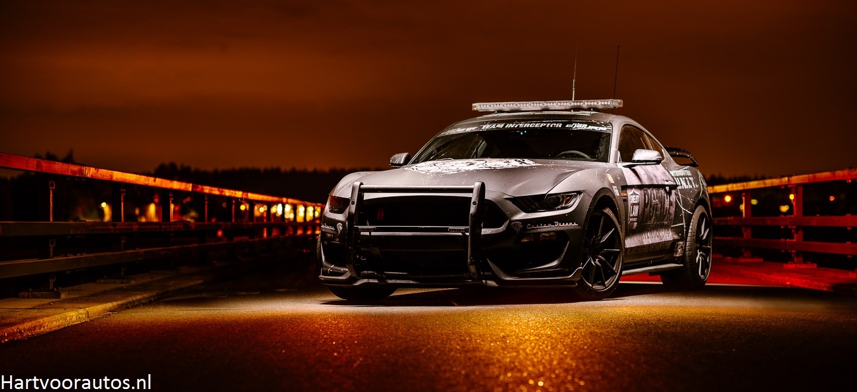 Ford Mustang Shelby GT350 vs Dodge Challenger SRT Hellcat