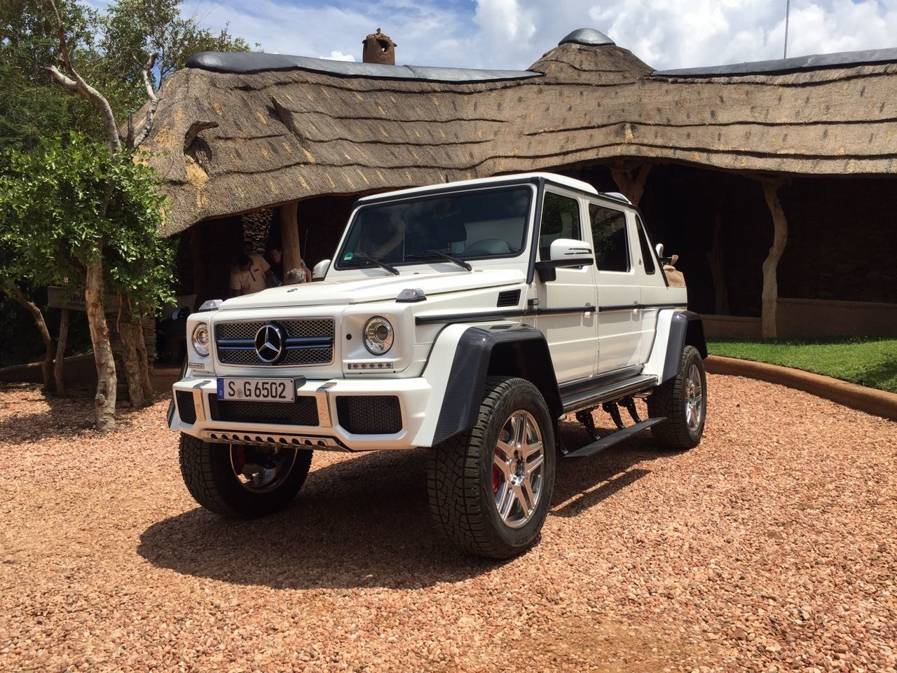 Mercedes maybach g650 landaulet in beeld for Mercedes benz maybach g650