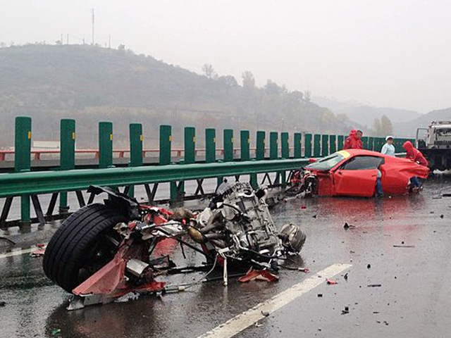 Ferraris Crash On Chinese Highway - www.hartvoorautos.nl
