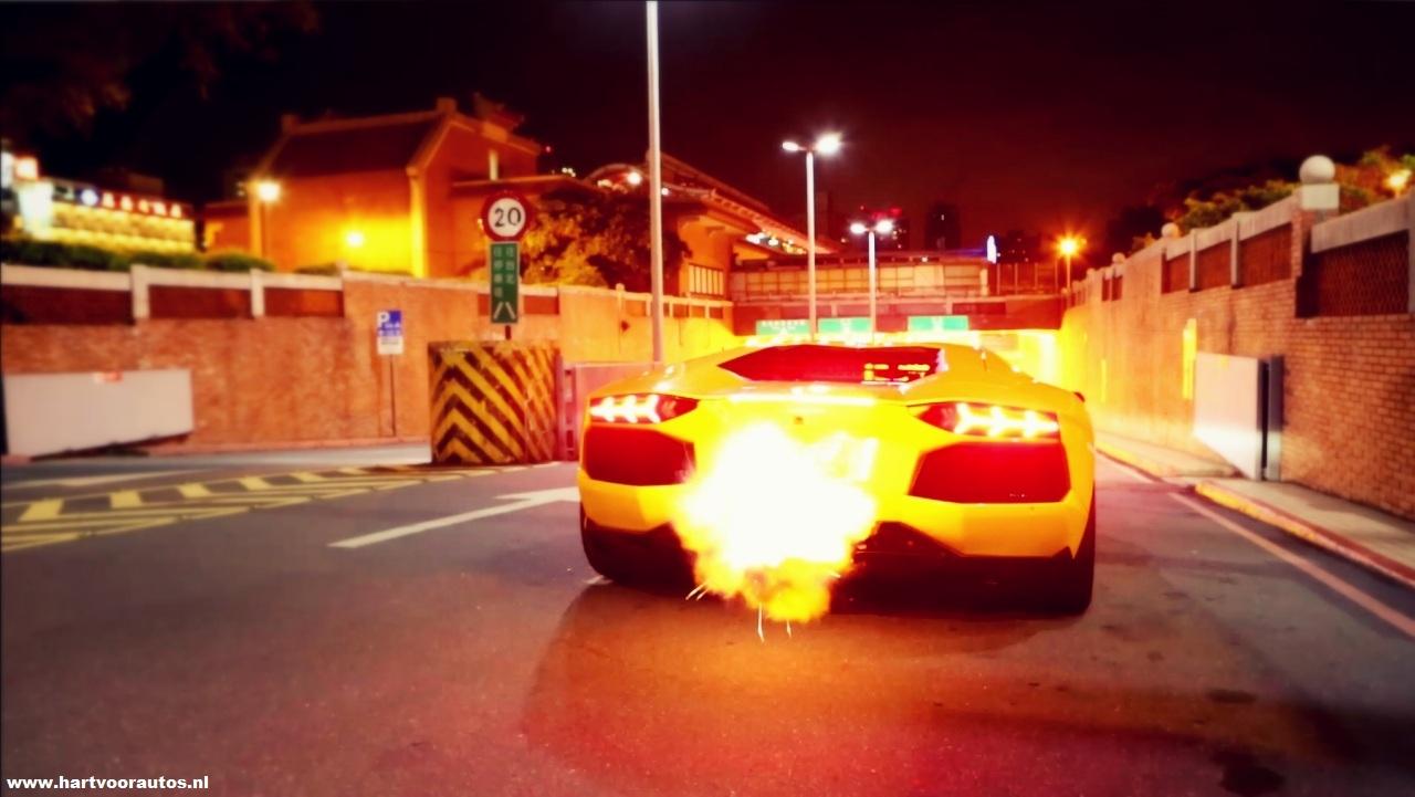 Lamborghini Shooting Flames - www.hartvoorautos.nl