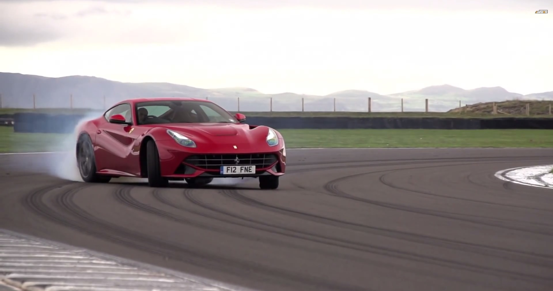 Ferrari F12 Berlinetta - Chris Harris On Cars - www.hartvoorautos.nl