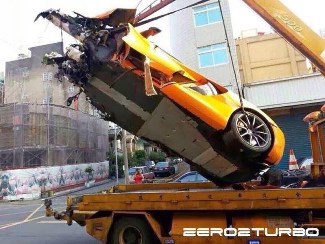 McLaren 12C Crash - www.hartvoorautos.nl