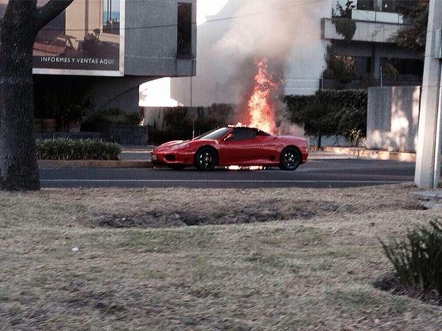 Burning Ferrari 360 Spider - www.hartvoorautos.nl