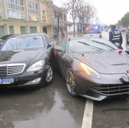 Ferrari F12berlinetta Crash in China - www.hartvoorautos.nl