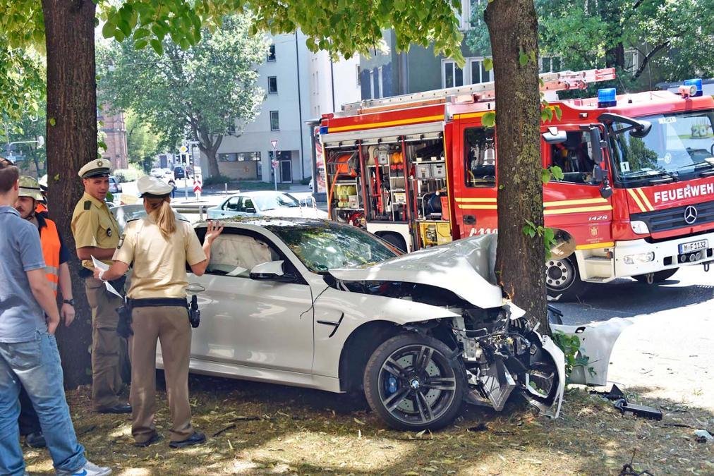 BMW M4 Crash - www.hartvoorautos.nl