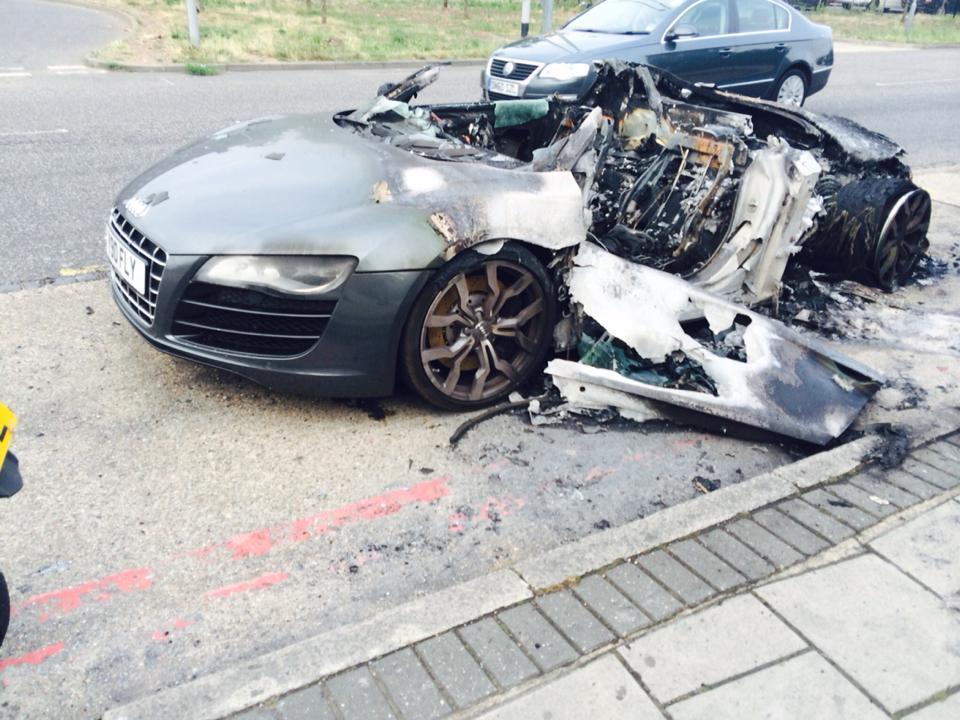 Audi R8 V10 Caught Fire - www.hartvoorautos.nl