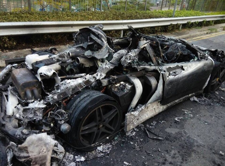 Ferrari F430 brandt uit in Hong Kong