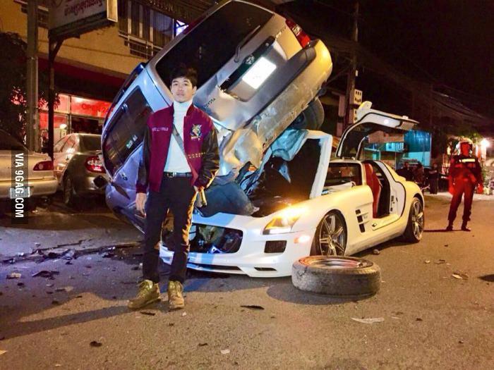 Mercedes-Benz SLS AMG Crash