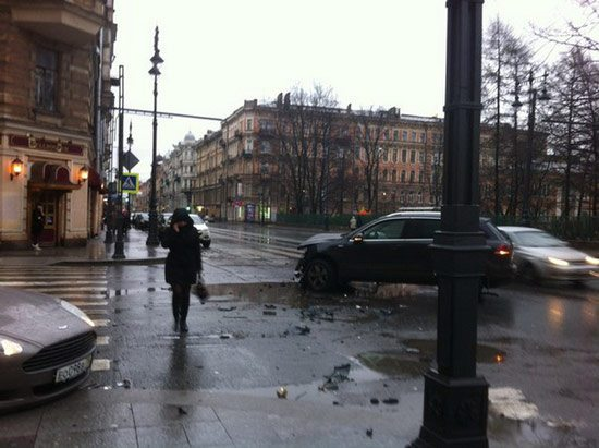Aston Martin DB9 Crash