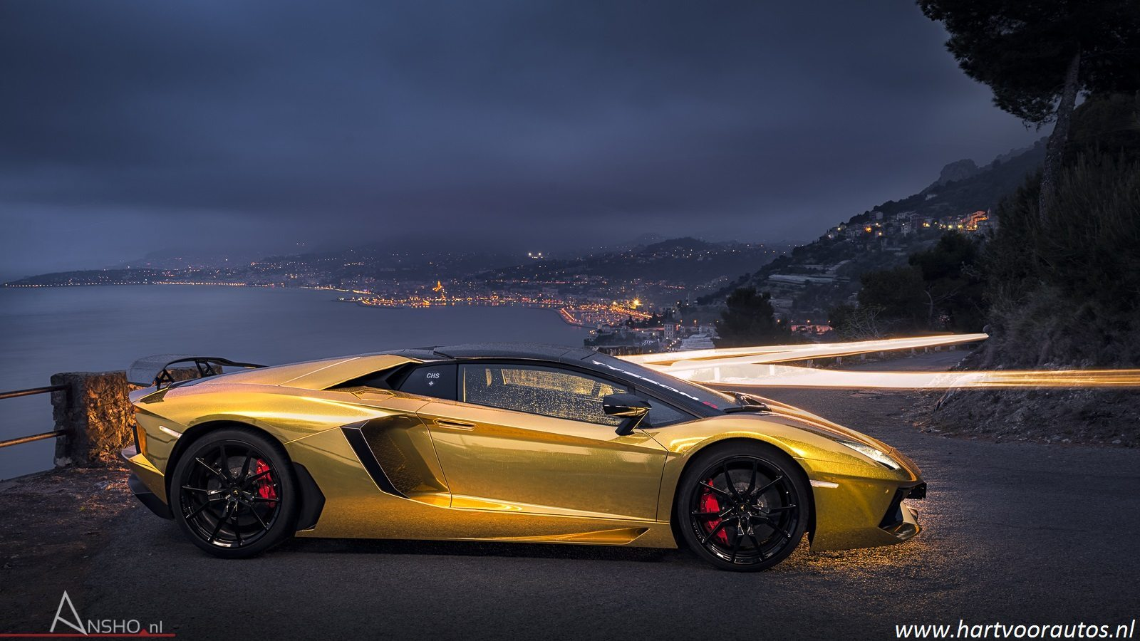 Gouden Lamborghini Aventador Roadster In Monaco