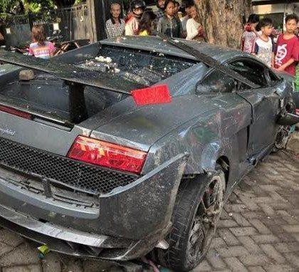 Lamborghini Gallardo Crash Surabaya Indonesia - Hartvoorautos.nl