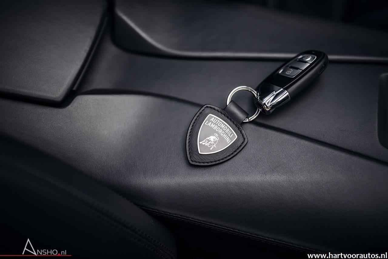 Lamborghini Aventador Roadster - Hartvoorautos.nl