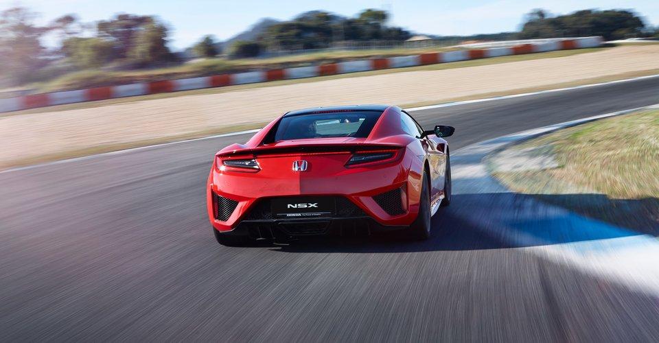 2017-Honda-NSX-Review-24