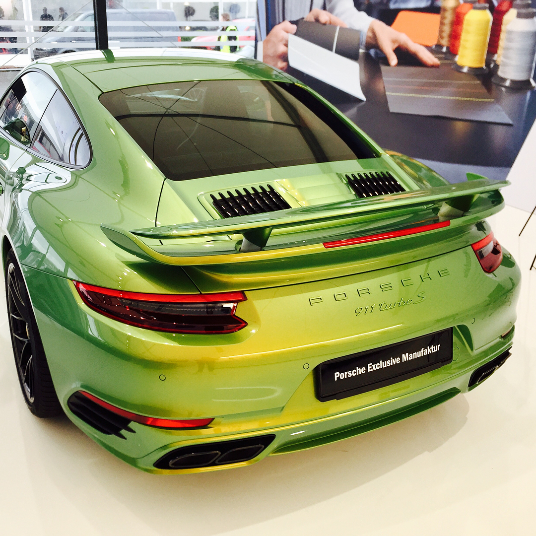 Porsche 911 Turbo S Python Green ChromaFlair
