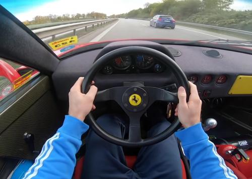 [VIDEO] Met een straight piped Ferrari F40 over de Autobahn!