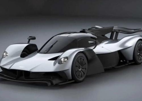 Aston Martin Valkyrie met bizarre aero onderdelen online opgedoken…