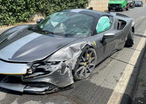 Ferrari SF90 Stradale crash doet pijn aan ogen..
